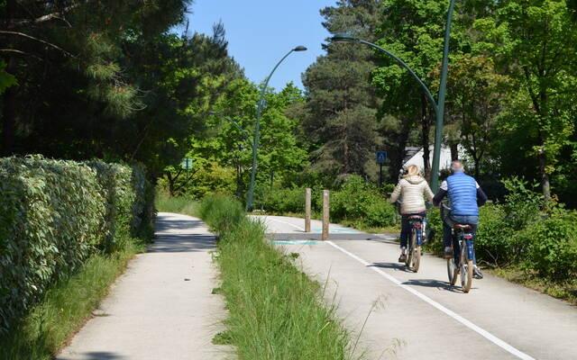cyclistes sur piste cyclable à Hardelot