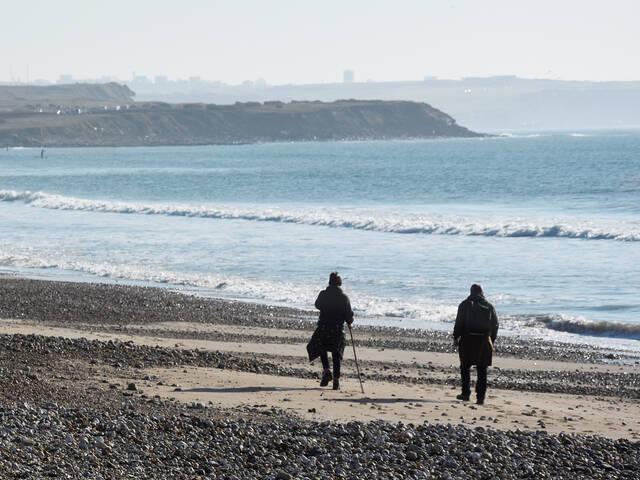 Marche sur la plage par ©L. de Rocquigny
